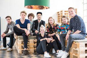 Stefanie Heinzmann mit der DAB Plus Crew