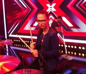 Stefanie Heinzmann an den Drums (beim X Factor Casting)