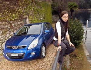 Stefanie Heinzmann mit ihrem Hyundai