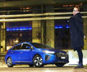 Stefanie Heinzmann mit dem Hyundai Ioniq