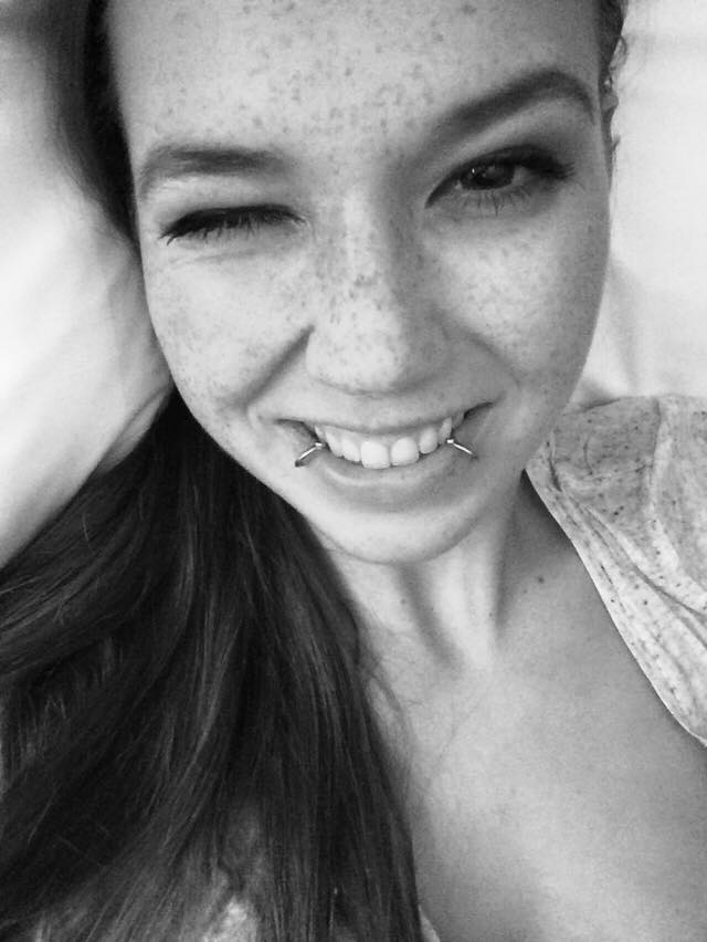 Stefanie Heinzmann im Bett