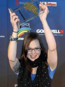 Stefanie Heinzmann mit dem Radio Regenbogen Award