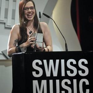Stefanie Heinzmann mit dem Swiss Music Award